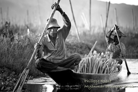 Peasants returning with their harvest of their floating garden